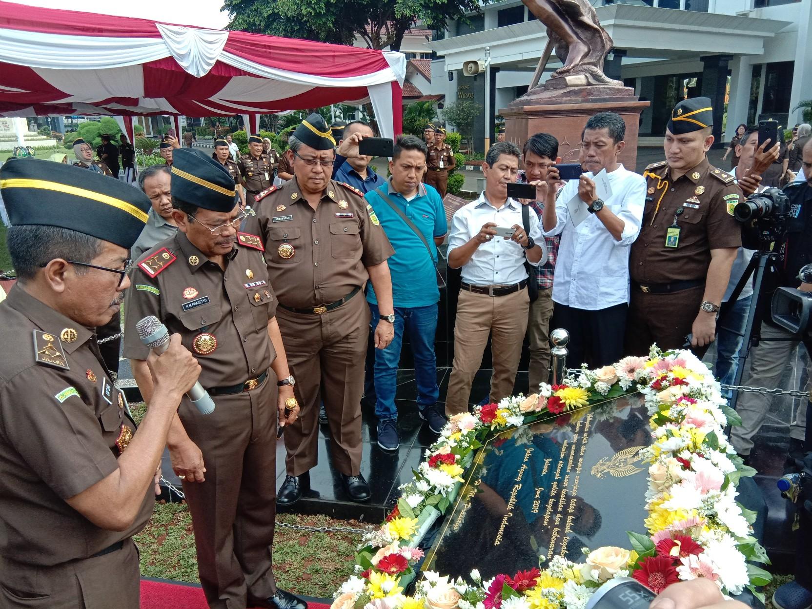 Jaksa Agung HM Prasetyo Resmikan Prasasti Patung Dewi Keadilan.
