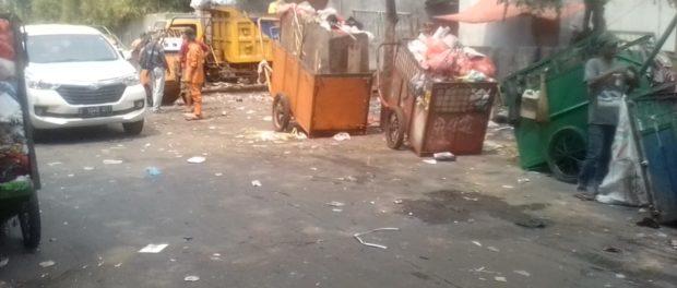 Sampah Indonesia Sudah Mendunia, Dibayar Murah Kok Upah Tukang Sapu Masih Dipotong.