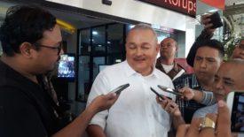 Mantan Gubernur Sumatera Selatan Alex Noerdin usai menjalani pemeriksaan selama 6 jam di Gedung Bundar Kejaksaan Agung terkait dugaan korupsi Pencairan Dana Hibah Provinsi Sumatera Selatan Tahun 2013, Rabu (14/08/2019).