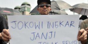 Hambat Agenda Pemberantasan Korupsi, Rakyat Semakin Tak Percaya, Pak Jokowi Sebaiknya Segera Batalkan Revisi UU KPK.
