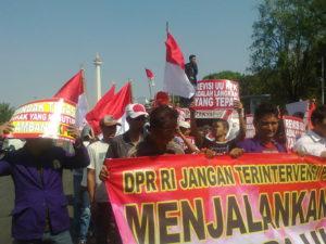 Revisi UU KPK di Akhir Periode, Massa Ampera Gelar Aksi Dukung DPR di Depan Istana Presiden.
