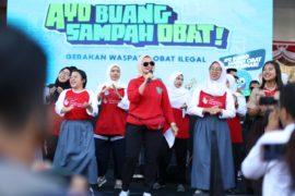 Badan POM saat peluncuran Aksi Nasional Gerakan Buang Sampah Obat, di area Car Free Day Sarinah, Jakarta, Minggu, 01 September 2019.