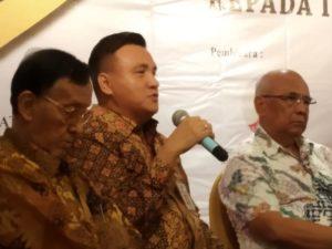 Komisioner Komisi Kejaksaan Republik Indonesia, Dr Barita LH Simanjuntak pada Diskusi Hukum yang digelar oleh Aliansi Masyarakat Sadar Hukum (AMSH) Indonesia, bertajuk Kejaksaan Independen, Tanpa Intervensi Politik: Kembalikan Kejaksaan Kepada Institusi Adhyaksa, di Aula Ambara Hotel, Blok M, Jakarta Selatan, pada Jumat (13/09/2019). Aliansi Masyarakat Sadar Hukum (AMSH) Indonesia yang terdiri dari Dewan Pimpinan Daerah Gerakan Angkatan Muda Kristen Indonesia (DPD GAMKI) DKI Jakarta, Sentra Analisis Kajian dan Terapan Indonesia (Sakti), Yayasan Bantuan Hukum Alumni Fakultas Hukum UKI dan Jaringan Intelektual Hukum Nasional (JIHN).