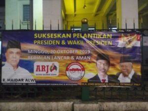 Relawan Anti Radikalisme Sebar Spanduk Sukseskan Pelantikan Presiden.
