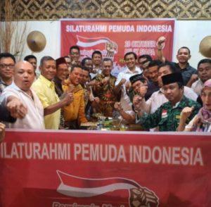 Pengamat Intelijen yang juga Relawan Jokowi Suhendra Hadikuntono bersama para relawan dan OKP pada momen acara kepemudaan.
