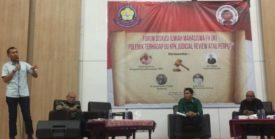 Direktur Poltik Hukum Wain Advisory Indonesia, Sulthan Muhammad Yus, saat menjadi pembicara pada Forum Diskusi Ilmiah Mahasiswa FH UKI bertema Polemik Terhadap UU KPK, Juducial Review Atau Perpu?, yang digelar di Kampus Universitas Kristen Indonesia (UKI), Cawang, Jakarta Timur, Senin (14/10/2019). Pembicara lainnya dalam diskusi itu adalah Ketua Ikatan Alumni Universitas Kristen Indonesia (IKA UKI) yang juga pegiat anti korupsi Saor Siagian, dan mantan Komisioner Komisi Pemeriksa Kekayaan Penyelenggara Negara (KPKPN) Petrus Selestinus. Dengan dimoderatori oleh Dosen UKI, Rapen AMS Sinaga.
