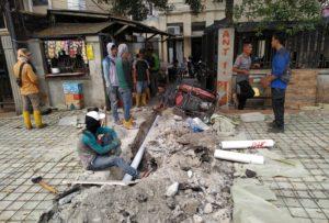 Tak Sesuai Kebutuhan, Pengerjaan Proyek Fasos dan Fasum di Salemba Raya Diprotes Warga.