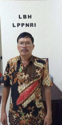 Ketua Dewan Pimpinan Cabang (DPC) Gabungnya Wartawan Indonesia (GWI) Kepulauan Nias, Sumatera Utara, Loózaro Zebua. Loózaro Zebua juga anggota Wilayah II Lembaga Pemantau Penyelenggara Negara Republik Indonesia (LPPNRI).