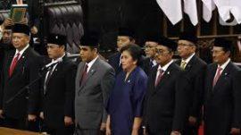 Pakar Komunikasi Politik Universitas Pelita Harapan (UPH) Dr Emrus Sihombing: Relawan Membajak Tugas dan Fungsi Partai Politik, Sebaiknya Pilpres Dikembalikan Lewat MPR Saja.