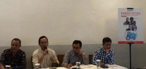 """Diskusi publik bertajuk """"Konektivitas dan Optimalisasi Pemanfaatan Frekuensi"""" oleh Digital Culture Syndicate (DCS), 12 Nov 2019. (dari kiri-kanan) menghadirkan pembicara: Dr Kuskridho Dodi Ambardhi (Ahli Komunikasi dan Telekomunikasi – UGM), MB Hoelman (Co-founder DCS). Yustinus Prastowo (Direktur Eksekutif CITA / Pengamat Kebijakan Pajak), dan Ah Maftuchan (Pengamat Kebijakan Publik dari The Prakarsa)."""
