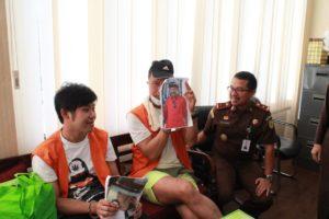 Terlibat Red Notice Penyeludupan Narkoba, Dua Warga Negara Asing (WNA) yakni Alex Go yang merupakan warga Negara Philipina dan Lim Thow Khai warga Negara Malaysia, diekstradisi Jaksa dari Bali ke Korea Selatan, pada Kamis (07/11/2019).
