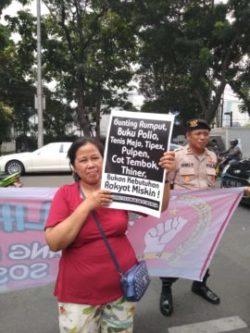 Sebanyak 200-an kaum ibu dan warga miskin yang tergabung dalam Serikat Perjuangan Rakyat Indonesia (SPRI) mendatangi Kantor DPRD Provinsi DKI Jakarta, Rabu (13/11/2019).