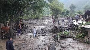 Banjir bandang terjadi Desa Holbung, Kecamatan Sitio-tio, Kabupaten Samosir, Senin (9/12/2019). Akibat banjir akses jalan penghubung antar Kecamatan Sitio-tio terputus dan lumpuh.