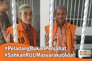 Gusti Maulidin (63) dan Sarwani (50) warga Desa Rungun, Kecamatan Kotawaringin Lama, Kabupaten Kotawaringin Barat, hari Senin (25/11/2019) duduk di kursi pesakitan.