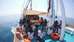 Yayasan Konservasi Laut Bersama Pinisi Pusaka Indonesia Tuntaskan Empat Pelayaran Edukasi Maritim Kepada Pelajar.