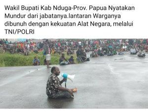 Kecewa berat dengan Pemerintah Pusat Indonesia,Wentius Nemiangge menyatakan mundur dari jabatannya sebagai Wakil Bupati Nduga, di hadapan ratusan masyarakat Nduga, yang berkumpul di Bandara Kenyam, Senin (23/12/2019) siang.