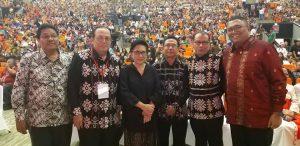 Pdt Saut Hamonangan Sirait: Orang Batak, Dayak, Sumba, Jawa, Ambon, Toraja, Papua Dan Seluruh Suku Tak Perlu Jadi 'Orang Barat': Menuju Partikularitas Indonesia Dalam Religiositas.