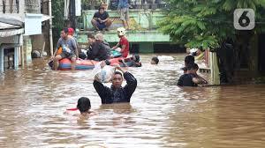 Sekretaris Jenderal Forum Indonesia untuk Transparansi Anggaran (Sekjen Fitra), Misbah Hasan: Rendahnya Serapan Anggaran Dinas Sumber Daya Air Salah Satu Biang Kerok Bencana Banjir, Copot Kepala Dinas dan Suku Dinas Sumber Daya Air.