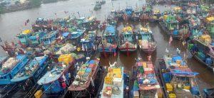 Pak Jokowi, Kapal-Kapal Trawl Beroperasi Semakin Brutal di Selat Malaka.