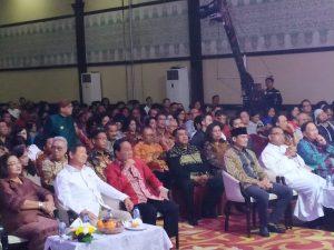 Diikuti Sekjen Gerindra dan Sandiaga Uno, Di Perayaan Natal Gerindra, Adik Prabowo Subianto Ajak Lupakan Perselisihan, Rajut Persatuan dan Kesatuan. Acara Perayaan Natal di Ballroom Grand Cempaka Hotel, Cempaka Putih, Jakarta Pusat, pada Jumat malam (10/01/2020).