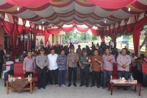 Foto : Kapolres Simalungun AKBP Heribertus Ompusunggu bersama Forkompinda di Polsek Bangun.