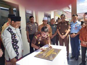 Kepala Kejaksaan Tinggi Bangka Belitung (Kajati Babel) Ranu Mihardja meresmikan pemakaian gedung serbaguna serta menghadiri syukuran setelah berhasilnya kejari Belitung memperoleh predikat Wilayah Bebas dari Korupsi (WBK) dan Wilayah Birokrasi Bersih Melayani (WBBM) di Tanjung Pandan, Kamis (16/1/2020).