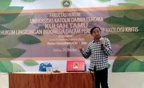 Direktur Eksekutif Daerah Wahana Lingkungan Hidup Indonesia (WALHI Jawa Timur) Rere Jambore Christanto: Untuk mengatasi kebuntuan informasi, Walhi Jawa Timur Gugat Perusahaan Tambang Emas di Banyuwangi.