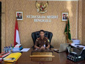 Kepala Kejaksaan Negeri (Kajari) Kota Bengkulu, Emilwan Ridwan: Sudah teronggok selama 10 tahun di Gudang tanpa diketahui pemiliknya, sebanyak 26 Unit Sepeda Motor dilelang untuk masukan keuangan Negara.
