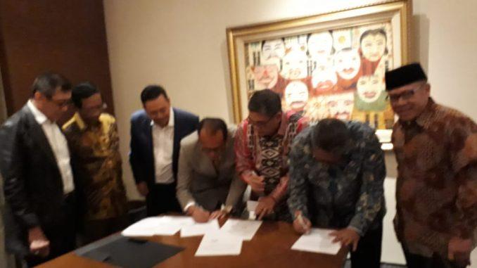 Mantap, Tiga Kubu Peradi Kini Bersatu. Foto: Pertemuan Pimpinan 3 Kubu Peradi bersama Menkopolhukam Mahfud MD dan Menkumham Yasonna H Laoly, di Penang Bistro, Jalan Kebon Sirih, Jakarta Pusat, Selasa (26/2/2020). (Istimewa).