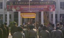 Kuasa Hukum PT Multi Karya Pratama, Rapen AMS Sinaga: Sudah Dibubarkan, Kok Masih Banyak Jaksa Bermain Atas Nama TP4 atau TP4D, Jaksa di Riau Dilaporkan Ke Kejaksaan Agung.
