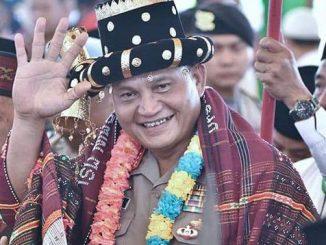 Kapolda Sumatera Utara Irjen Pol Martuani Siregar Sormin saat menerima Gelar Baginda Raja Lumban Sormin dari Parsadaan Sormin Boru Bere se-Tapanuli Bagian Selatan (Tabagsel), di Halaman Bolak, Jalan Sudirman, Kota Padang Sidempuan, Sabtu (22/02/2020). (Istimewa).