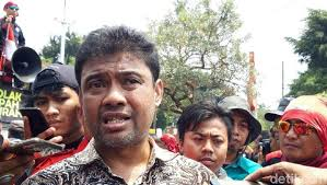Presiden Konfederasi Serikat Pekerja Indonesia (KSPI) Said Iqbal: DPR Masih Utak-Atik Omnibus Law RUU Cipta Kerja, Tak Gentar Ancaman Virus Corona, Sebanyak 50 Ribu Buruh Siap Geruduk Senayan.