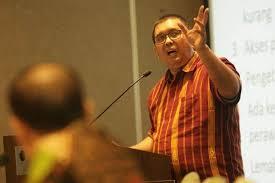 Sekjen Organisasi Pekerja Seluruh Indonesia (Sekjen Opsi) Timboel Siregar: Jangan Sok Sibuk Bahas Omnibus Law RUU Cipta Kerja, Dari Tiga Fungsi Prioritas Parlemen, DPR Fokuskan Dulu Deh Fungsi Anggaran Dan Pengawasan.