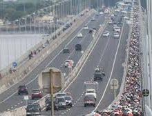 Jika PSBB Tetap Longgar, Pemuda Madura Ancam Blokir Jembatan Suramadu. Foto: Jembatan Suramadu. (Net)