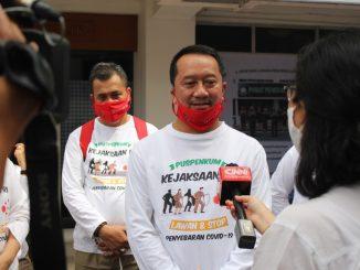 Kepala Pusat Penerangan Hukum Kejaksaan Agung (Kapuspenkum) Hari Setiyono: Dugaan Korupsi Importasi Tekstil, Lima Pejabat Bea Cukai Batam Diperiksa Kejaksaan.