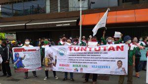 THR Tak Kunjung Dibayar, Karyawan Dunkin' Donuts Geruduk Kantor Pusat Dunkin' Donuts di Jalan Hayam Wuruk, Jakarta Pusat, Jumat (22/05/2020). (Ist)