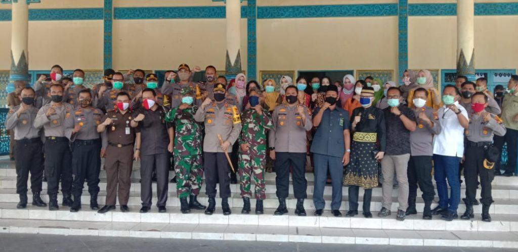 Foto: Acara Pisah Sambut Kapolres Pelalawan dari AKBP Hasyim Risahondua kepada AKBP Indra Wijatmiko, digelar di Gedung Daerah Mangkudiraja, mulai Pukul 11.30 WIB pada Selasa (02/06/2020). (Ist)