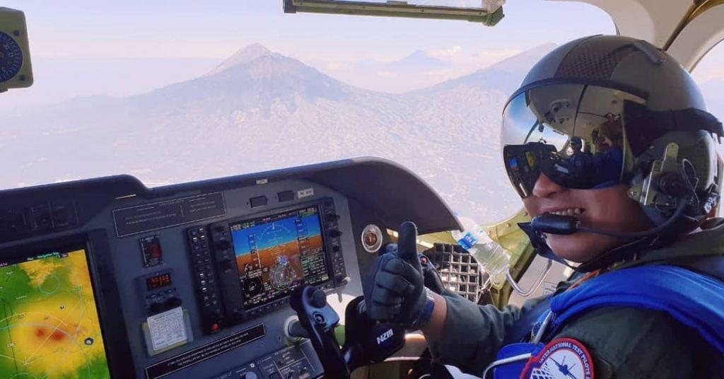 Penerbang Stringer Indonesia Raih 2000 Jam Terbangkan Pesawat Tempur Sukhoi Buatan Rusia. Foto: Mayor Penerbang Bambang Stringer Baskoro Adi. (Ist)