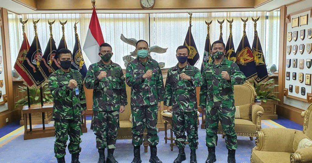 Tak Banyak Jumlahnya, Mereka Aset Penting TNI AU, Kepala Staf Angkatan Udara (Kasau) Marsekal TNI Fadjar Prasetyo Puji Pilot Penguji yang ditugaskan di PT Dirgantara Indonesia (PT DI). – Foto: Pilot PengujiPpesawatBbaru atau Experimental Test Pilot TNI AU yang ditugaskan di PT Dirgantara Indonesia (PTDI) merupakan aset penting dan berharga bagi TNI AU. (Istimewa)
