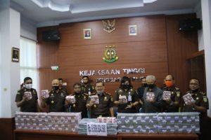 Pelaku Korupsi Investasi Ada 7 Orang, Jaksa NTT Sita Uang Rp 9 Miliar Lebih Dari Rekening Salah Satu Tersangka Di Bank BNI Cibinong. – Foto: Penyitaan itu dilakukan Tim Jaksa Penyidik pada Kejaksaan Tinggi Nusa Tenggara Timur (NTT), pada Senin, 22 Juni 2020. (Ist)
