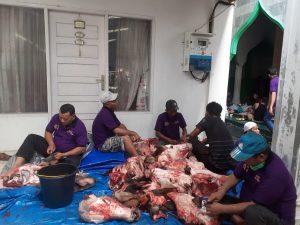 Warga Kampung Melayu Telah Berkurban 17 Ekor Sapi Dan 2 Ekor Kambing. – Foto: Warga Kampung Melayu, Kecamatan Sukajadi, Kota Pekanbaru menggelar kurban Hari Raya Idul Adha 1441 H, dengan memotong 17 ekor sapi dan 2 ekor kambing, di Mesjid Baitul Mukminin, Jalan Ababil Nomor 100, Sukajadi, Pekanbaru, pada Sabtu (01/08/2020). (Ist)