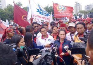 Puan Maharani Larang Buruh Unjuk Rasa, Presiden Buruh: DPR Jangan Ngotot Dong. – Foto: Presiden Konfederasi Serikat Buruh Seluruh Indonesia (KSBSI) Elly Rosita Silaban. (Net)