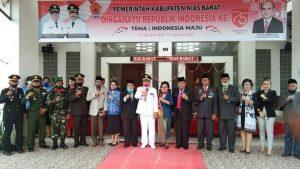 Pada Upacara Penurunan Bendera 17 Agustus, Bupati Nias Barat Umumkan Pemenang Lomba Kebersihan.
