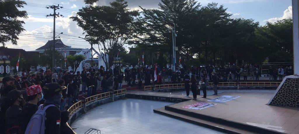 Desak Polda Kalteng Hentikan Kriminalisasi Aktivis Lingkungan Hidup, Masyarakat Peduli Kanipang Gelar Aksi di Tugu Sukarno. – Foto: Aksi Masyarakat Kalimantan Tengah (Kalteng) yang tergabung dalam Aliansi Pemuda Peduli Kanipang (APPIK) di Tugu Sukarno, Kota Palangkaraya, Kalimantan Tengah, Minggu (30/08/2020).(Ist)