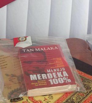 Polisi Sita Buku Tan Malaka Sebagai Barang Bukti Menangkap Demonstran, Kompolnas Protes, Jangan Adili Pikiran! – Foto: Buku Tan Malaka berjudul 'Menuju Merdeka 100 Persen'.(Ist)