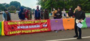 Dituding Kerap Produksi Narasi Hoax, Polisi Diminta Usut Barisan Oposisi Merah Putih. – Foto: dalam Koalisi Mahasiswa Anti Teror (KMAT) melakukan unjuk rasa menolak kehadiran organisasi Barisan Oposisi Merah Putih (BOM) besutan Egy Sudjana, di Jakarta, Senin (12/09/2020).(Ist)