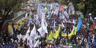 Tolak Omnibus Law RUU Cipta Kerja, Buruh Siapkan Aksi Nasional Menuju Paripurna DPR. – Foto: Demonstrasi Buruh. (Net)