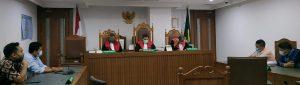 Perusahaan Orang Asing Merasa Tak Menerima Surat Penagihan Secara Resmi, Hakim Pengadilan Niaga Jakarta Pusat Gagalkan Sidang PKPU. – Foto: Majelis Hakim Pengadilan Niaga pada Pengadilan Negeri Jakarta Pusat (PN Jakpus) membatalkan Sidang Penundaan Kewajiban Pembayaran Utang (PKPU) antara PT Hikari Penta Sarana sebagai Pemohon dengan PT Grama Bazita yang merupakan milik orang asing sebagai Termohon, di Pengadilan Niaga pada Pengadilan Negeri Jakarta Pusat (PN Jakpus), Senin (05/10/2020).(Ist)