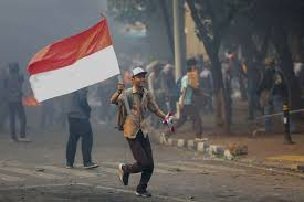Buntut Aksi Anarkis Menolak Omnibus Law, DPRD DKI Minta Usut Provokatornya, Gubernur Anies Ogah Pecat Pelajar.