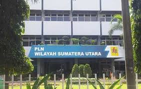 Usut Dugaan Korupsi di PLN, Jaksa Garap Karyawan Perusahaan di Gedung Bundar. - Foto: Kantor PLN Unit I Medan. (Net)